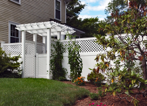 Ultra Privacy Fence with Diagonal Lattice Topper F-FVV-7