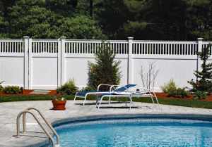 Ultra Privacy Fence with Greenwich Lattice Topper F-FVV-13