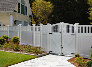 Ultra Privacy Fence with Greenwich Lattice Topper F-FVV-14