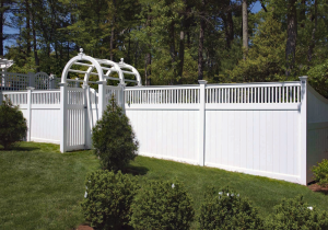 Ultra Privacy Fence with Greenwich Lattice Topper F-FVV-15