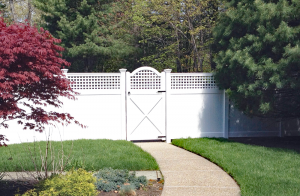 Ultra Privacy Fence with Horizontal Vertical Lattice Topper F-FVV-18