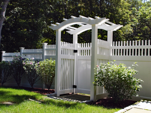 Ultra Privacy Fence with Mt Vernon Topper F-FVV-21